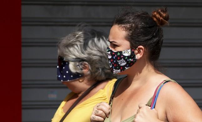 Máscara de pano barra até 70% da carga de vírus
