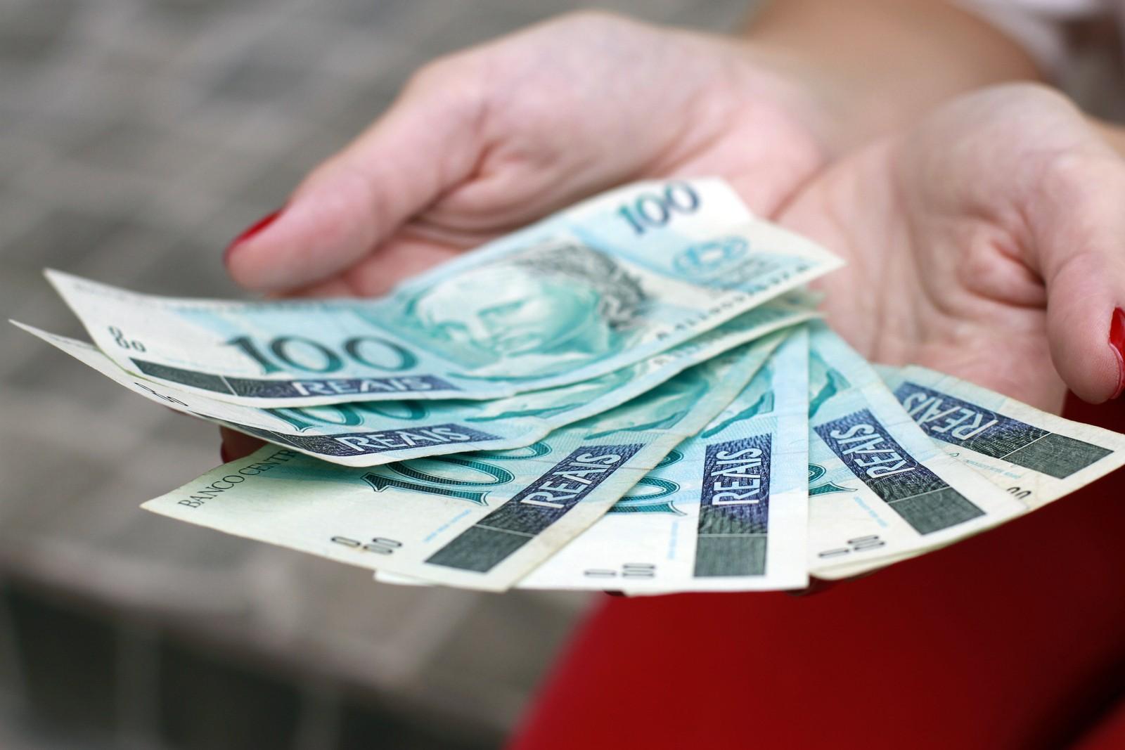 Saque em dinheiro do auxílio emergencial começa nesta 2ª; veja ...