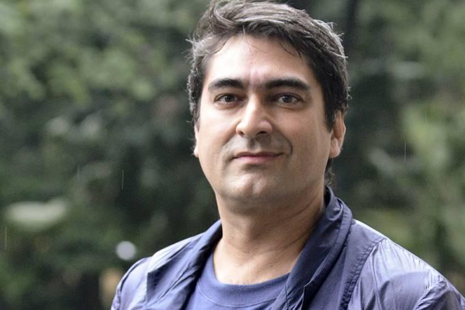 Globo demite Zeca Camargo como parte do seu plano para reduzir gastos; apresentador tinha salário estimado em R$ 300 mil