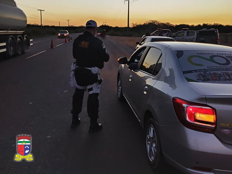 Polícia Rodoviária Estadual autua 13 condutores e apreende veículos na região Oeste do Estado