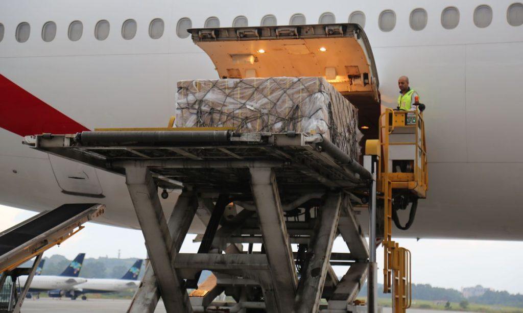 Brasil receberá 10 toneladas de material de saúde doados pelos ...