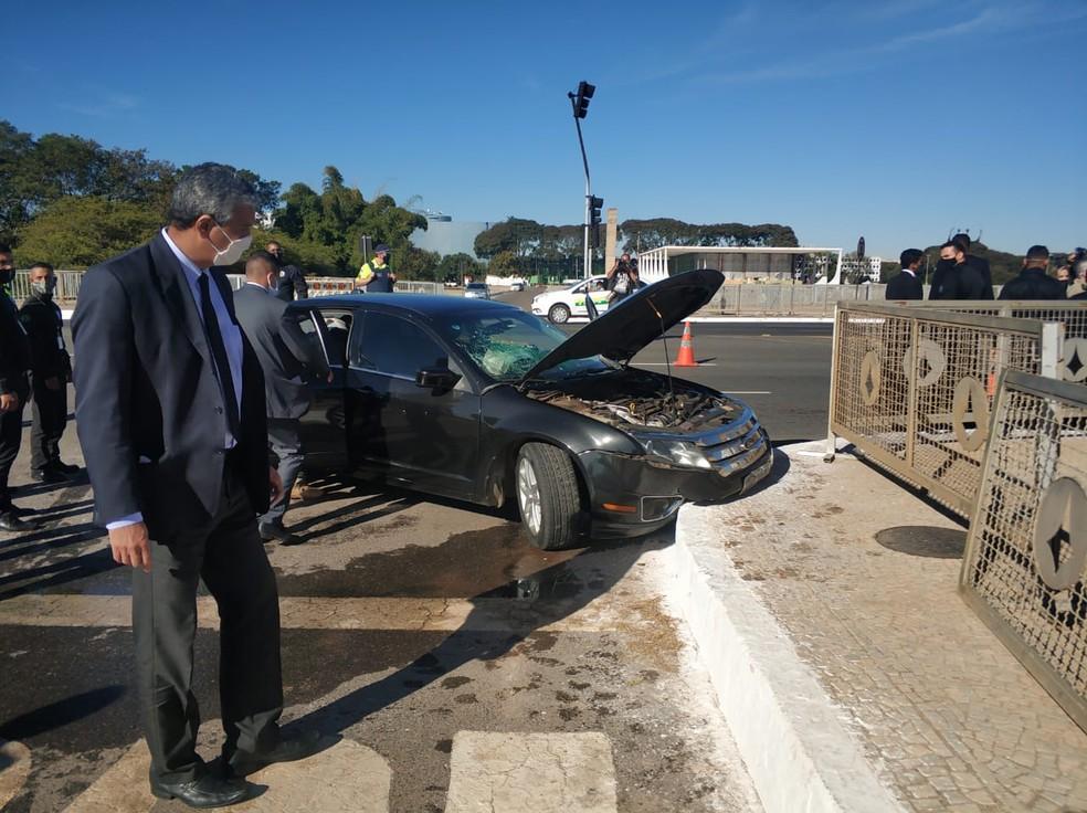 Carro do comboio presidencial se envolve em acidente na frente do Palácio do Planalto; segurança fica ferido