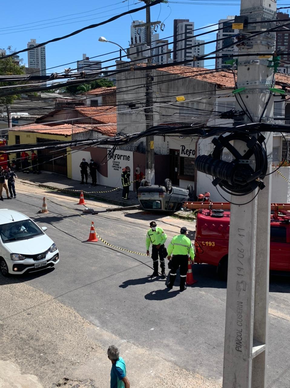 IMG-20210629-WA0011 FOTOS: Capotamento de carro é registrado na subida para o bairro Mãe Luiza, em Natal