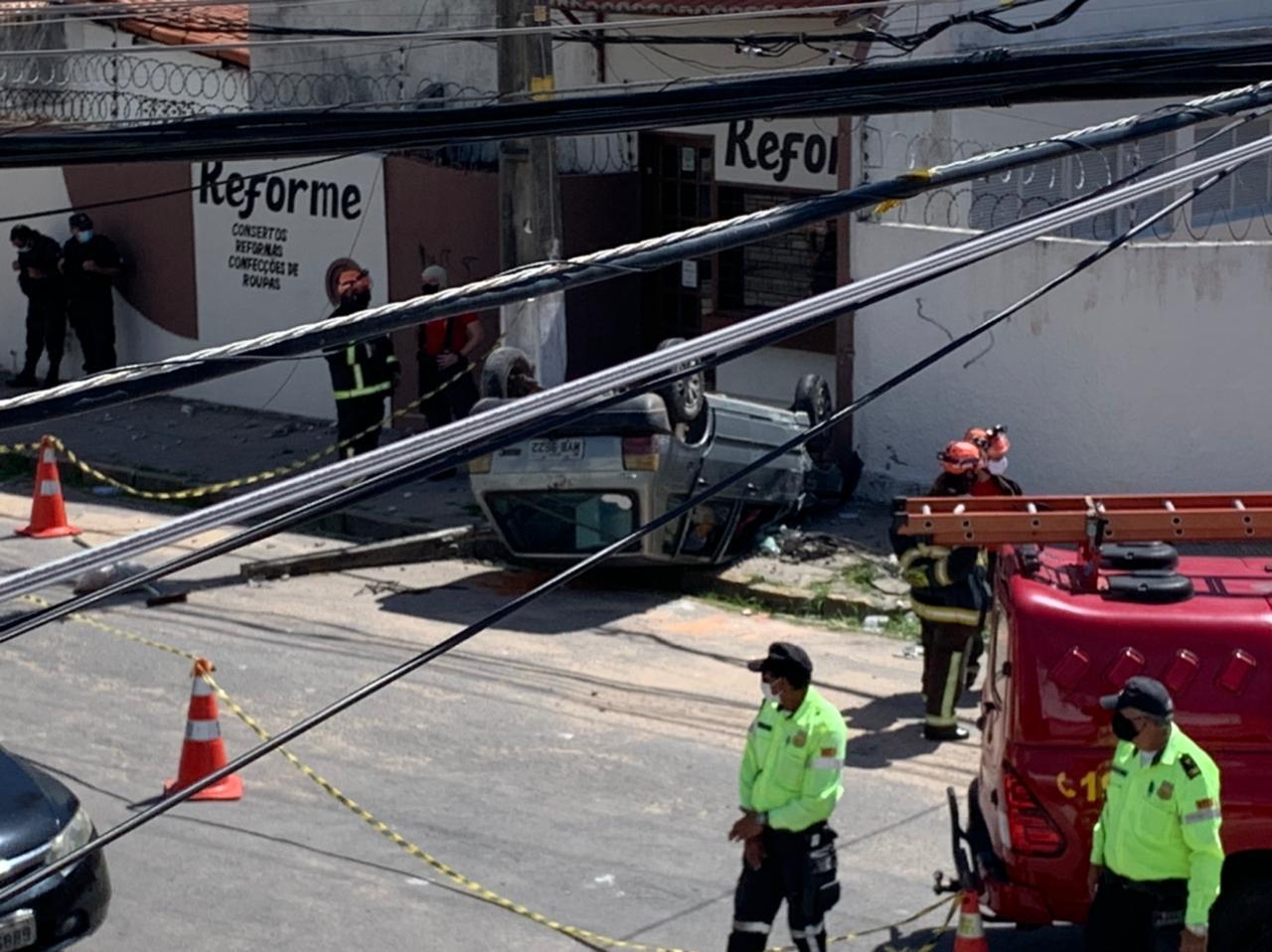 IMG-20210629-WA0012 FOTOS: Capotamento de carro é registrado na subida para o bairro Mãe Luiza, em Natal