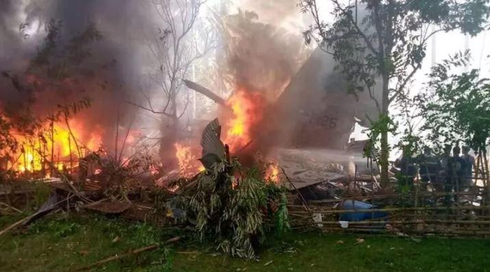 a1 FOTOS: Avião militar das Filipinas cai com 96 pessoas a bordo; há ao menos 29 mortos e 50 sobreviventes