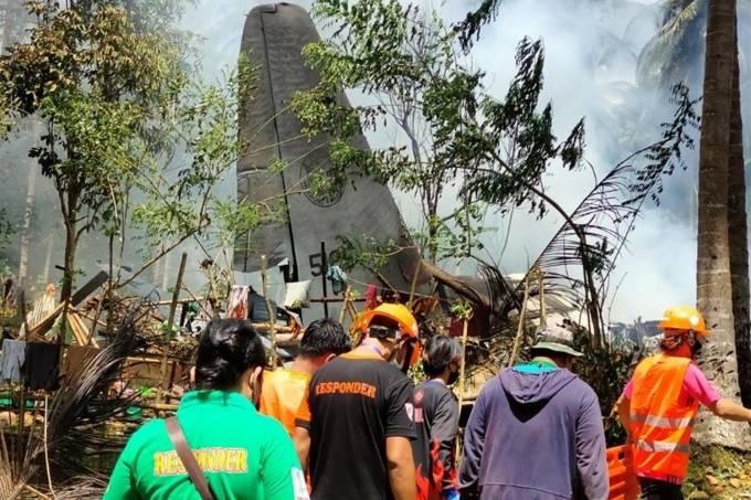 a2 FOTOS: Avião militar das Filipinas cai com 96 pessoas a bordo; há ao menos 29 mortos e 50 sobreviventes
