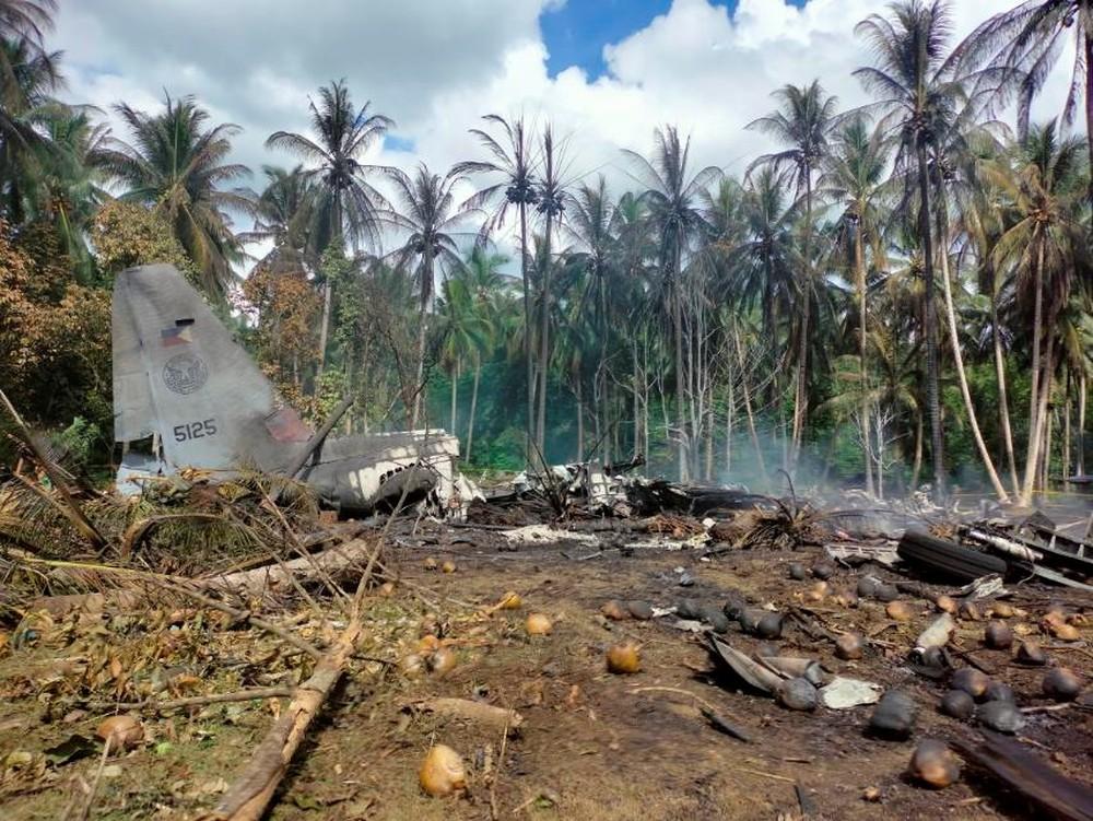 a3 FOTOS: Avião militar das Filipinas cai com 96 pessoas a bordo; há ao menos 29 mortos e 50 sobreviventes
