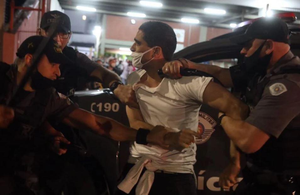 p4 FOTOS: Ato contra Bolsonaro em SP tem bombas de gás e correria após vandalismo