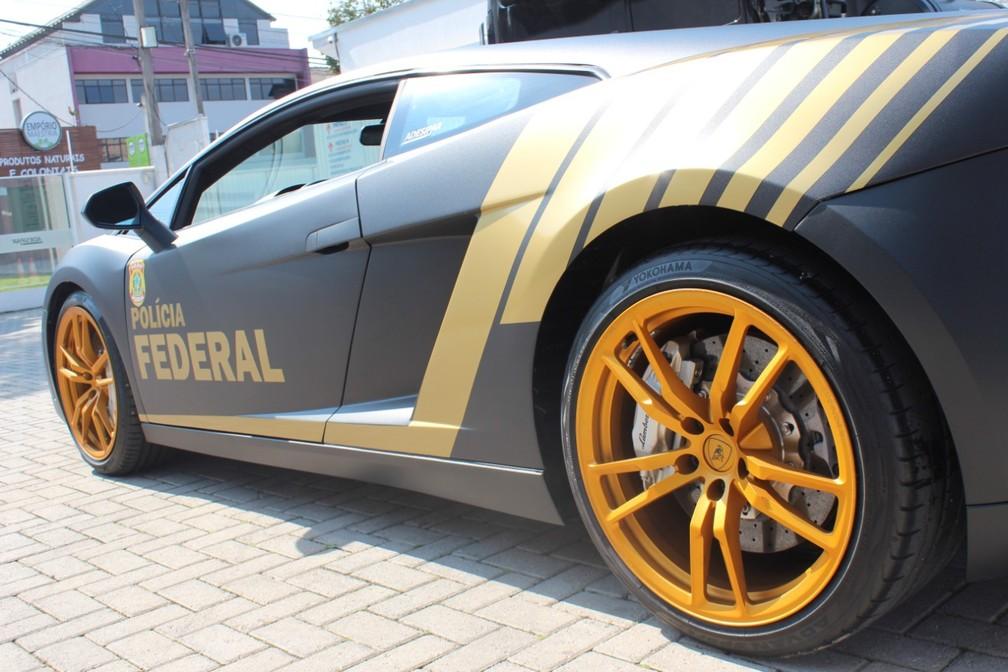 l6 FOTOS: Lamborghini de R$ 800 mil apreendida em ação contra golpistas vira viatura da Polícia Federal
