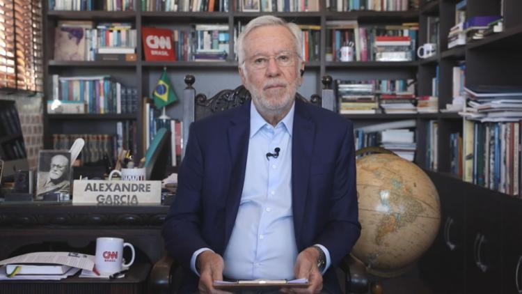 ag Após demissão da CNN Brasil, Alexandre Garcia celebra 2 milhões de inscritos no YouTube