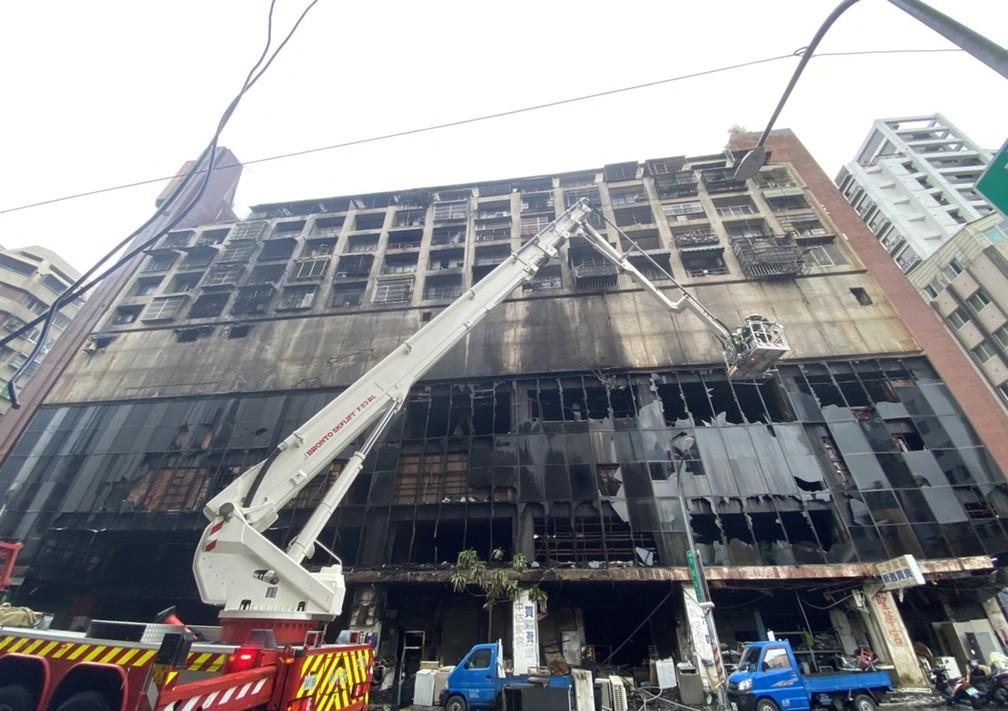 000-9pn4dj FOTOS: Incêndio em prédio deixa mais de 80 mortos e feridos em Taiwan