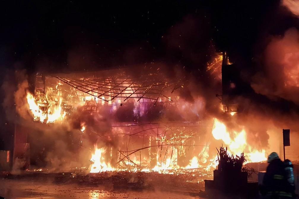 000-9pn642 FOTOS: Incêndio em prédio deixa mais de 80 mortos e feridos em Taiwan