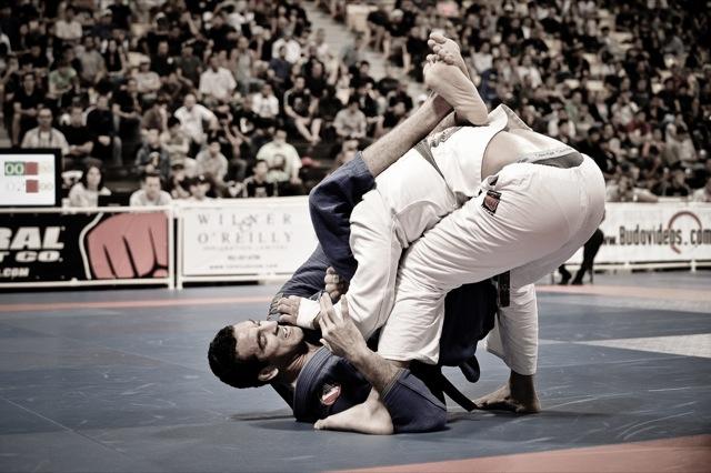 Braulio-em-acao-na-final-do-Mundial-de-Jiu-Jitsu-2009-Foto-por-Regis-Chen