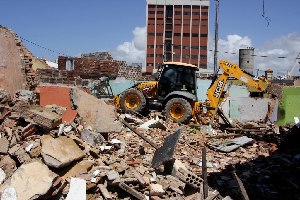 02/08/2016 - PREFEITURA DO NATAL - Demolição da comunidade do Maruim - Foto: Alex Regis/ Tribuna do Norte