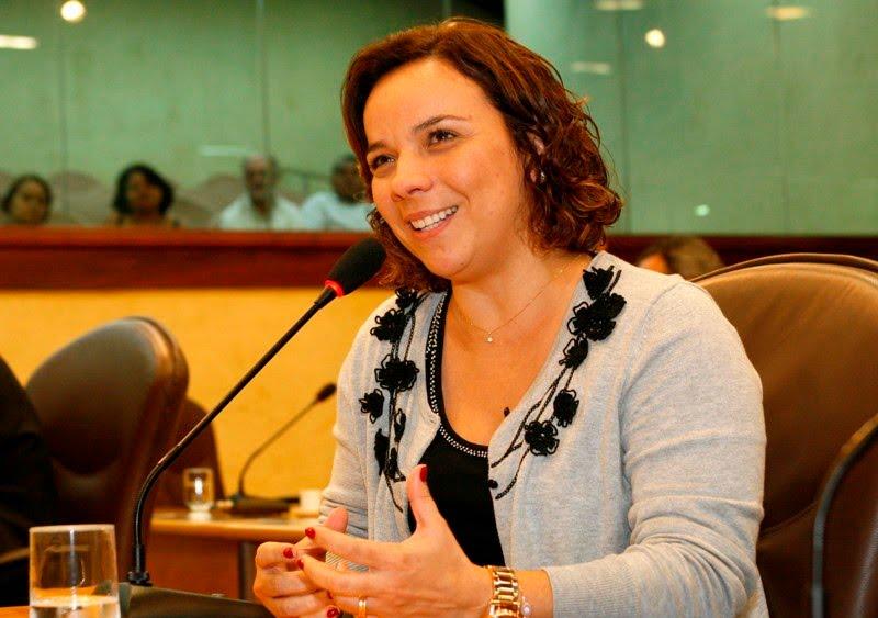 Deputada Larissa Rosado faz pronunciamento na Assembleia Legislativa - João Gilberto - AL
