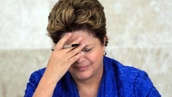 Dilma-mão-na-cabeça1