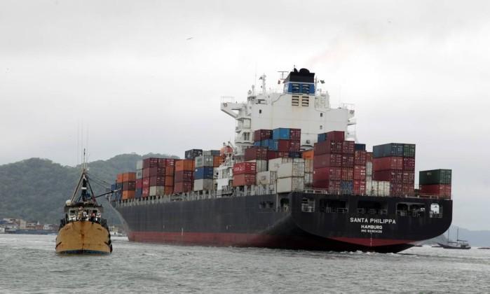 EC-exclusivo-Santossp01102013EmbraportEspecial-sobre-o-conflito-entre-a-Embraport-e-o-Sindicato-dos-Estivadores.-Na-foto-navio-carregado-de-container-.-Foto-Eliaria-AndradeAgencia-o-Globo