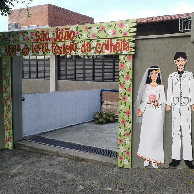 Entrada do Ginásio de Esportes já está decorada para os festejos juninos do colégio