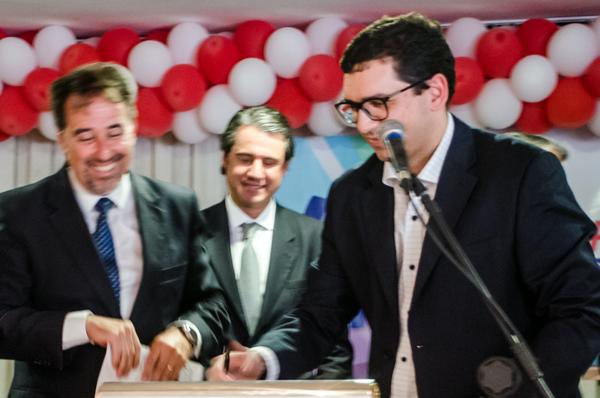 Júlio Queiroz assina filiação ao PP
