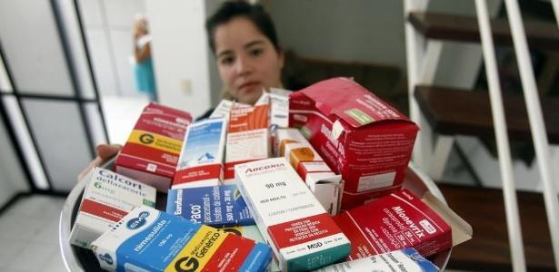 a-bancaria-feirense-dannyelle-campelo-costa-santos-contraiu-a-chikungunya-e-desde-junho-de-2015-toma-medicamentos-e-faz-tratamento-de-acupuntura-segundo-ela-as-dores-sao-indescritiveis-1468281435862_615x300