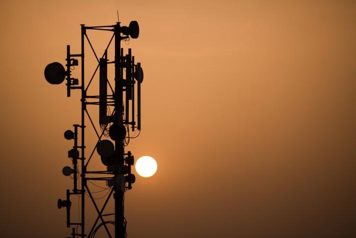 antena-celular-telecom-torre-700x467