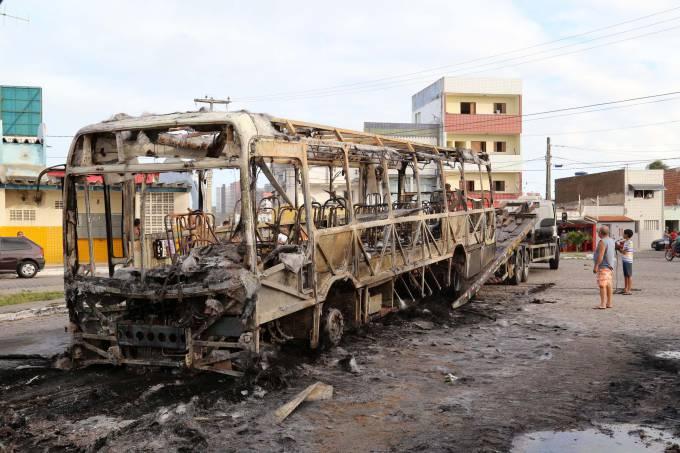 brasil-bandidos-queimam-onibus-natal