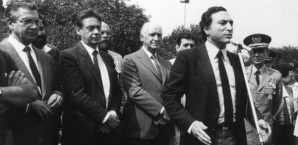 em-1984-o-secretario-de-seguranca-publica-michel-temer-com-mario-covas-da-esq-para-dir-fernando-henrique-cardoso-o-entao-governador-de-sp-franco-montoro-e-o-comandante-da-pm-nilton-viana-1462792987986_615x300