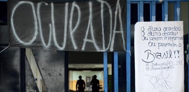 ocupacoes-em-arapiraca-al-escola-costa-rego-ocupada-por-estudantes-desde-o-dia-26-de-outubro-de-2016-1478635049503_615x300