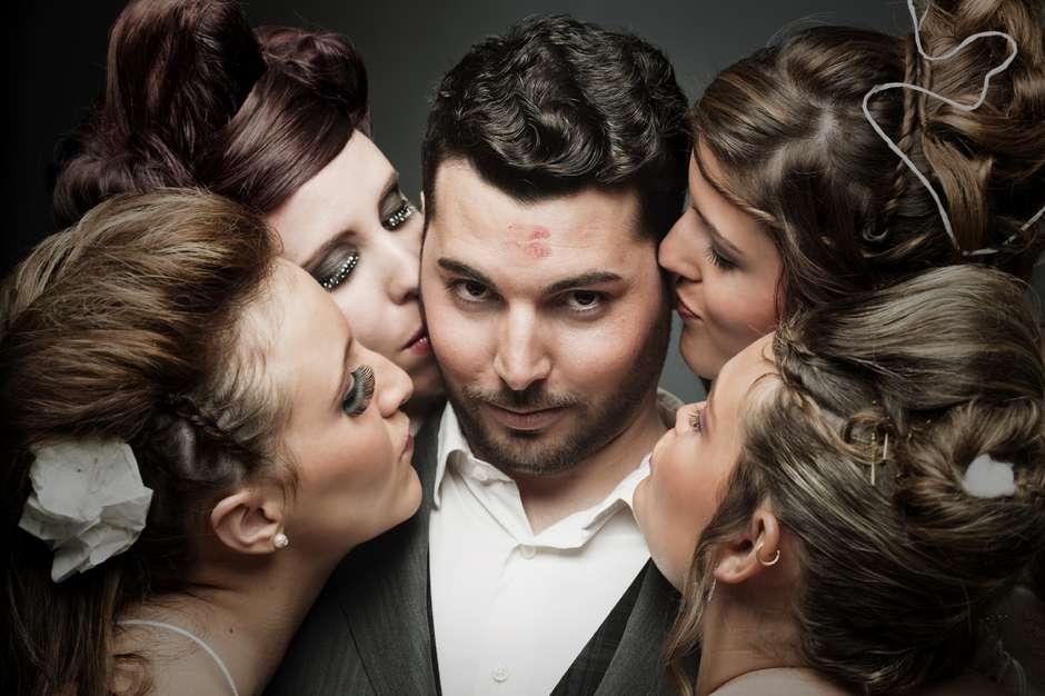 poligamiahomemmulheresistock